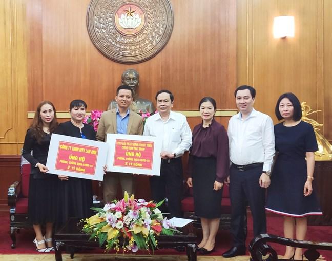 Chủ tịch UBTƯ MTTQ Việt Nam Trần Thanh Mẫn tiếp nhận ủng hộ